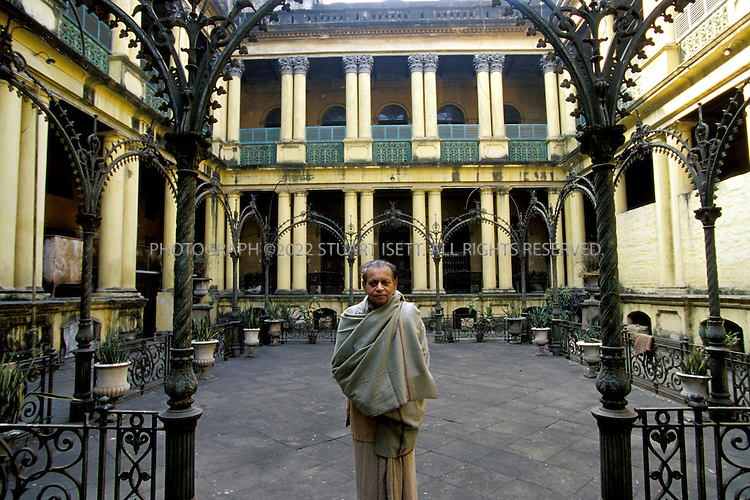 12/1/2006--Kolkata (Calcutta), India..Inner courtyard with cast iron work of the Jadulal Mullick's (shown here) house, on Pathuriaghata Street, North Calcutta where the family used to hold important religious events. One of the many Mullick houses, the Mullicks were one of the most successful families in Kolkata and built some of the largest homes with baroque and neo-classical influences....Photograph By Stuart Isett.All photographs ©2006 Stuart Isett.All rights reserved.