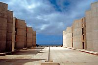 Louis I. Kahn: Salk Institute, La Jolla 1965. Court--looking to sea. Photo 2004.