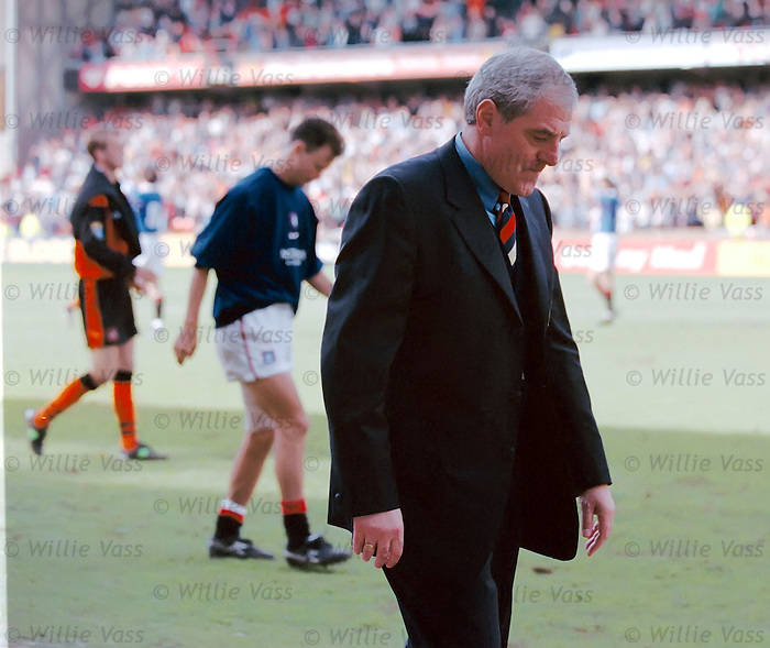 Walter Smith trudges down the trackside as Rangers bid to land 10 in a row falters on the final day of the 1998 season