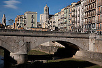 Pont de Pedra Stone Bridge over the River Onyar in Girona, Catalonia, Spain