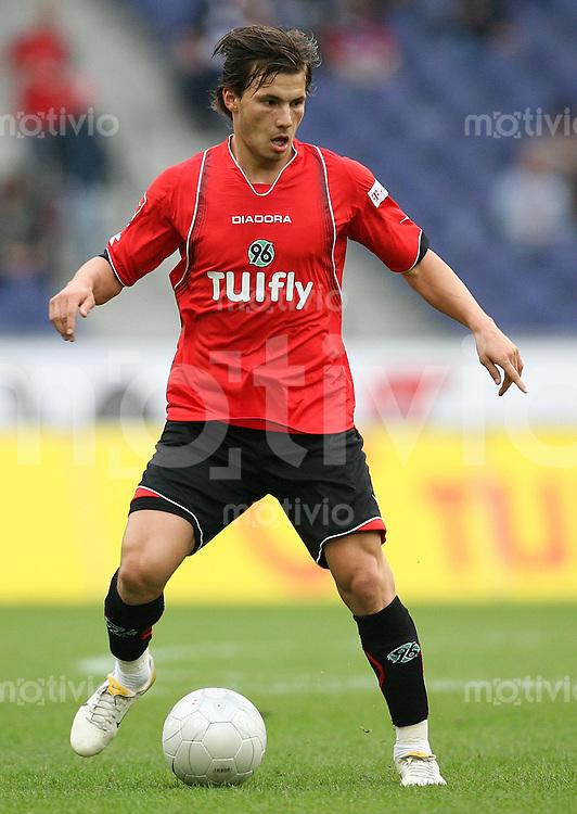 FUSSBALL   1. BUNDESLIGA   SAISON 2007/2008 Szabolcs HUSZTI (Hannover 96), Einzelaktion am Ball