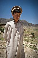 A boy wearing a Pakul hat.