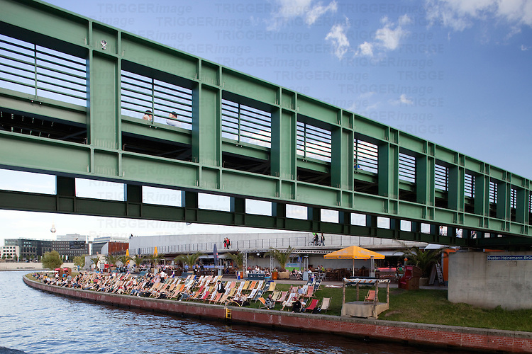 Gustav-Heinemann bridge, Berlin, Germany