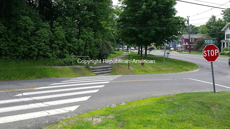 WOODBURY, CT:11 June 2015:061115BB03: WOODBURY --- Drivers turning right onto Mountain Road from Main Street immediately encounter a crosswalk. The first selectman wants to move the crosswalk about 50 feet further up the road to a location that's also closer to a street light. Bill Bittar Republican-American