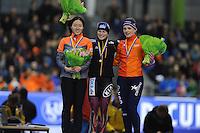 SCHAATSEN: HEERENVEEN: IJsstadion Thialf, 08-02-15, World Cup, podium 500 Ladies Division A, Sang-Hwa Lee (KOR), Judith Hesse (GER), Thijsje Oenema (NED) ©foto Martin de Jong