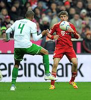 FUSSBALL   1. BUNDESLIGA  SAISON 2011/2012   15. Spieltag FC Bayern Muenchen - SV Werder Bremen        03.12.2011 Naldo (li, SV Werder Bremen) gegen Thomas Mueller (FC Bayern Muenchen)