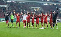 FUSSBALL  DFB-POKAL  ACHTELFINALE  SAISON 2012/2013    FC Augsburg - FC Bayern Muenchen        18.12.2012 Jubel nach dem Sieg das Team vom FC Bayern Muenchen