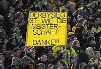 FUSSBALL   1. BUNDESLIGA  SAISON 2011/2012   14. Spieltag   26.11.2011 137. Derby Borussia Dortmund - FC Schalke 04                  Dortmunder Fan mit einem Plakat;  Derbysieg ist wie die Meisterschaft, Danke!!!