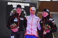 SCHAATSEN: BERLIJN: Sportforum, 07-12-2013, Essent ISU World Cup, podium 500m Ladies Division B, Jennifer Plate (GER), Mayon Kuipers (NED), Denise Roth (GER), ©foto Martin de Jong