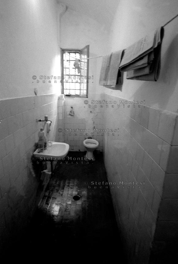 Roma 2000.Carcere di Regina Coeli  .Il bagno di un cella. Regina Coeli (Queen of Heaven) Prison..The bath of a cell