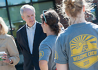 20130822 President Tom Sullivan and Leslie Sullivan greet Move-In Day Freshman