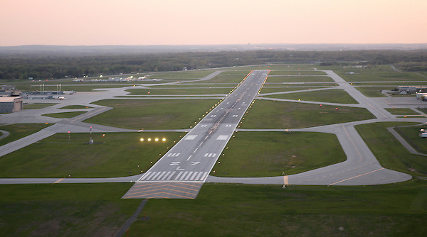 Runway 27L at KSBN<br /> <br /> <br /> Photo by Matt Cashore..Use of this image prohibited without authorization and/or compensation..To contact Matt Cashore:.574.220.7288.574.233.6124.cashore1@michiana.org.www.mattcashore.com