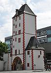 Eisenturm (1240), mittelalterlicher Stadtturm mit spätromanischen Löwenskulpturen in Mainz