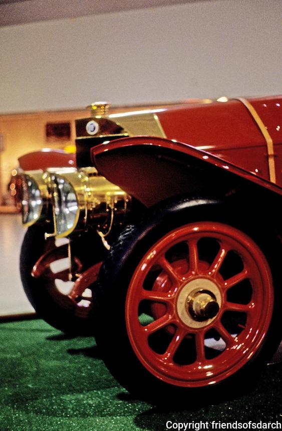 Classics: Isotta-Fraschini, front in profile.