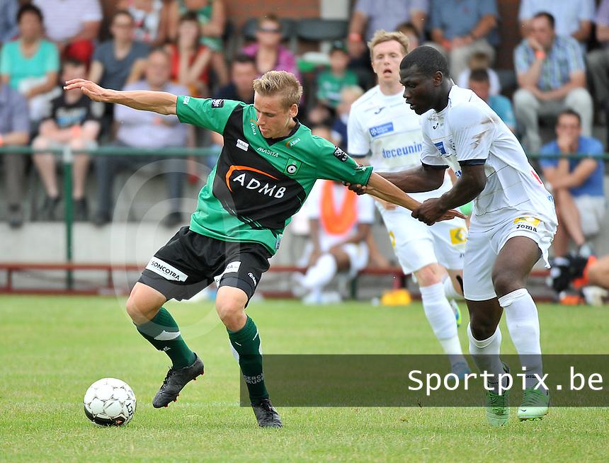 Lichtervelde : Cercle Brugge - KSV Roeselare : duel tussen Alessio Staelens (links) en Junior Adje Malanda (rechts)<br /> foto VDB / Bart Vandenbroucke
