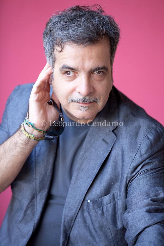 Marcello Fois è nato a Nuoro nel 1960. Scrittore e autore teatrale (Nozze di sangue), sceneggiatore per la TV (Distretto di polizia, Crimini) e altro. Mantova, settembre 2012. © Leonardo Cendamo