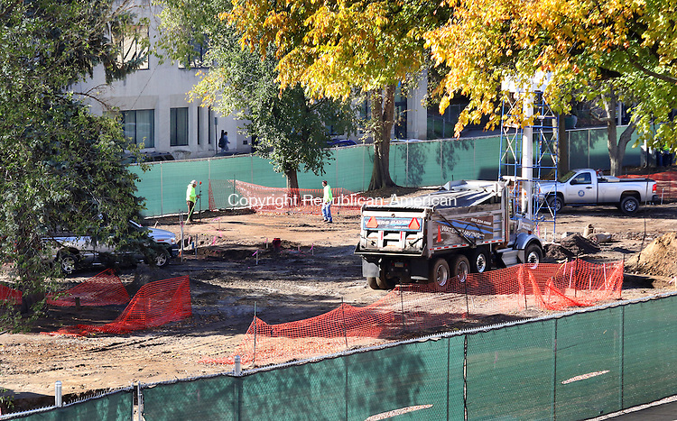 WATERBURY CT. 31 October 2016-103116SV02-Construction continues on the green in Waterbury Monday.<br /> Steven Valenti Republican-American