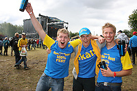 Tre glade gutter i årets festivalskjorter. F.v. Øystein Vinje (20), Jørgen Vinje (19) og Fredrik Knipenberg (19), alle fra markabygda i Levanger. Sommerfestivalen i Selbu 2009. Foto: Bente Haarstad Sommerfestivalen i Selbu er en av Norges største musikkfestivaler. Sommerfestivalen is one of the biggest music festivals in Norway.