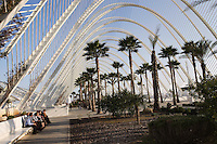 L'Umbracle, « A promenade with a view », City of Arts and Sciences, Valencia, Comunitat Valenciana, Spain ; 2000 ; Santiago Calatrava (Valencia, Spain, 1951); Underneath L'Umbracle there is room for 900 vehicles and 20 buses, while above a central arboretum with a walkway along the north side, offers a magnificent view of the City of Arts and Sciences. Picture by Manuel Cohen