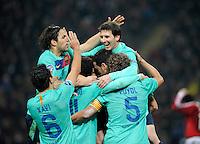 FUSSBALL   CHAMPIONS LEAGUE   SAISON 2011/2012     23.11.2011 AC Mailand - FC Barcelona JUBEL FC Barcelona; Cesc Fabregas (oben li), Xavi Hernandez (Nr.6),  Thiago Alcantara (unten Mitte) Carles Puyol (Nr.5) umarmen den Torschuetzen zum 2-1 Fuehrungstreffer Lionel Messi (oben re)