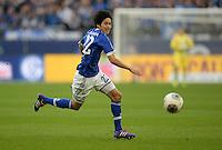 FUSSBALL   1. BUNDESLIGA   SAISON 2013/2014   12. SPIELTAG FC Schalke 04 - SV Werder Bremen                           09.11.2013 Atsuto Uchida (FC Schalke 04) am Ball