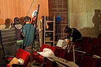 Roma 13 Novembre 2012.Ri_Pubblica, ha occupato il cinema America, a Trastevere..A questo spazio è stato  dato il nome di Ri_Pubblica perchè si vuole aprire una possibilità di riappropriazione dei beni comuni e dei servizi pubblici per tutti/e. Gli occupanti  puliscono l'interno del cinema.