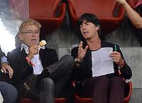 FUSSBALL   INTERNATIONAL   UEFA EUROPA LEAGUE   SAISON 2013/2014    Qualifikation Grasshopper Club Zuerich - AC Florenz      22.08.2013 Bundestrainer Joachim Loew (re, Deutschland)  und DFB Scout Urs Siegenthaler (li) beobachten Mario Gomez (AC Florenz)