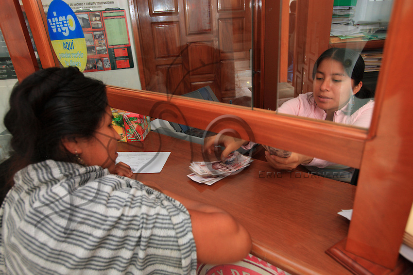 In the offices of Tosepan's savings and loans bank (Tosepantomin), Nahuatl women wait at the counter. Entirely self-financed, Tosepantomin is today a success. It's capital reaches nearly six millions euros.