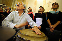 Prove del coro Upter, diretto dal Maestro Milli Taddei.Choir practice.