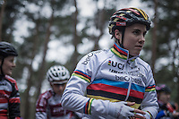 Fresh World Champion Sanne Cant (BEL/Enertherm-Beobank) first on the start grid<br /> <br /> Women's race<br /> Krawatencross Lille 2017