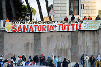 "Roma 18  Ottobre 2009.Un presidio di circa 2500 lavoratori immigrati dall'Africa, provenienti da diverse parti d'Italia, è in corso da ieri a piazza Bocca della Verità per chiedere al governo italiano di «riaprire la regolarizzazione degli immigrati ed estenderla a tutte le categorie di lavoro e non solo alle colf e badanti». Ad organizzare il presidio è la Rete Antirazzista che ieri, insieme ad altre organizzazioni, ha sfilato a Roma nel corteo contro il razzismo..A garrison of some 2,500 immigrant workers from Africa, coming from different parts of Italy, has been going on yesterday in Mouth of Truth Piazza to ask the Italian government to ""reopen the legalization of immigrants and extend to all categories of work and not only to domestic workers and caregivers. Organize the garrison is the Anti-Racist Network yesterday, along with other organizations, has marched in Rome in march against racism..the banner reads: immigration amnesty for all."