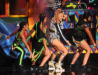 NOV 23 American Music Awards - Fergie