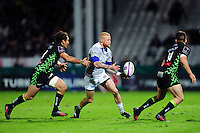 Tom Homer of Bath Rugby passes the ball. European Rugby Challenge Cup match, between Pau (Section Paloise) and Bath Rugby on October 15, 2016 at the Stade du Hameau in Pau, France. Photo by: Patrick Khachfe / Onside Images