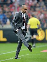 Fussball  1. Bundesliga  Saison 2013/2014  4. Spieltag SC Freiburg - FC Bayern Muenchen        27.08.2013 Trainer Pep Guardiola (FC Bayern Muenchen) spielt mit