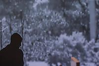 Quer&eacute;taro,Qro. 17 de enero del 2017.- Casi tres a&ntilde;os despu&eacute;s que iniciara su campa&ntilde;a (2014) y que le entregaran un partido sin credibilidad, el dictador ha vuelto pero esta vez por una corta temporada; al menos esa es la promesa de campa&ntilde;a. Y es que la actriz Mar&iacute;a Aura regresa al Foro La F&aacute;brica para encarnar nuevamente el papel principal en la obra El A&ntilde;o de Ricardo al lado de su fiel Catesby en la piel de Juan Vel&aacute;zquez Blanco. <br /> <br /> En esta obra la escritora Ang&eacute;lica Liddell, no pretende hacer una revoluci&oacute;n de conciencias y liberar a los pueblos oprimidos; m&aacute;s bien da al espectador una zarandeada sobre su futuro-presente inmediatos; exhibiendo a la clase pol&iacute;tica con todos sus temores, fantas&iacute;as, psicosis, neurosis, ambiciones e imaginarios. No solamente desnuda a la oligarqu&iacute;a del pa&iacute;s o hace alguna referencia a personajes que vendr&aacute;n a &ldquo;heredar&rdquo; el poder y crear una dictadura. Es la historia del hombre en el poder y por si fuera poco: en los labios de Mar&iacute;a.<br /> <br /> Despu&eacute;s de pisar el Foro Shakespeare (2015), FECUSIN (Sinaloa), La Paz B.C.; y el Festival del Centro Hist&oacute;rico de la Ciudad de M&eacute;xico (2016); regresa a La Fabrica un Ricardo encumbrado y maduro que no tiene miedo de ser retratado desde la entra&ntilde;a y develar a la Aura que lleva dentro y que ha sido dirigida por el provocador Alonso Barrera.<br /> <br /> Esta espectacular pieza de 90 minutos estar&aacute; solamente dos fines de semana los jueves y viernes, hasta el 28 de enero. Recepci&oacute;n 20:30hrs inicio 21:00 hrs. La Fabrica. Ave. Industrializaci&oacute;n No. 4. Alamos 2a Secci&oacute;n.<br /> <br /> <br /> Foto: Demian Ch&aacute;vez