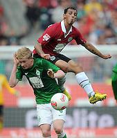 FUSSBALL   1. BUNDESLIGA   SAISON 2012/2013   3. SPIELTAG Hannover 96 - SV Werder Bremen     15.09.2012 Kevin De Bruyne (li, SV Werder Bremen) gegen Sergio Pinto (re, Hannover 96)