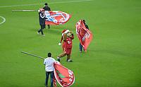 FUSSBALL   1. BUNDESLIGA  SAISON 2012/2013   15. Spieltag FC Bayern Muenchen - Borussia Dortmund     01.12.2012 FC Bayern Muenchen Maskottchen Berni in Mitten der FC Bayern Fahnentraeger