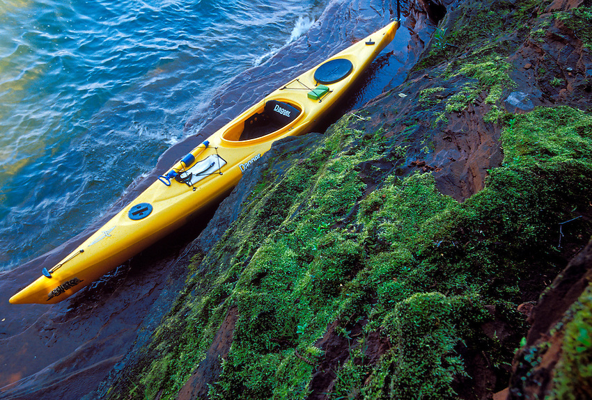 A KAYAK SITS ON A SANDSTONE LEDGE AT THE SQUAW POINT SEA CAVES IN THE APOSTLE ISLANDS NATIONAL LAKESHORE NEAR BAYFIELD, WISCONSIN.