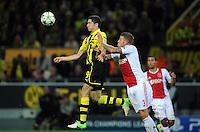 FUSSBALL   CHAMPIONS LEAGUE   SAISON 2012/2013   GRUPPENPHASE   Borussia Dortmund - Ajax Amsterdam                            18.09.2012 Robert Lewandowski (Mitte, Borussia Dortmund) gegen Toby Alderweireld (re, Ajax)