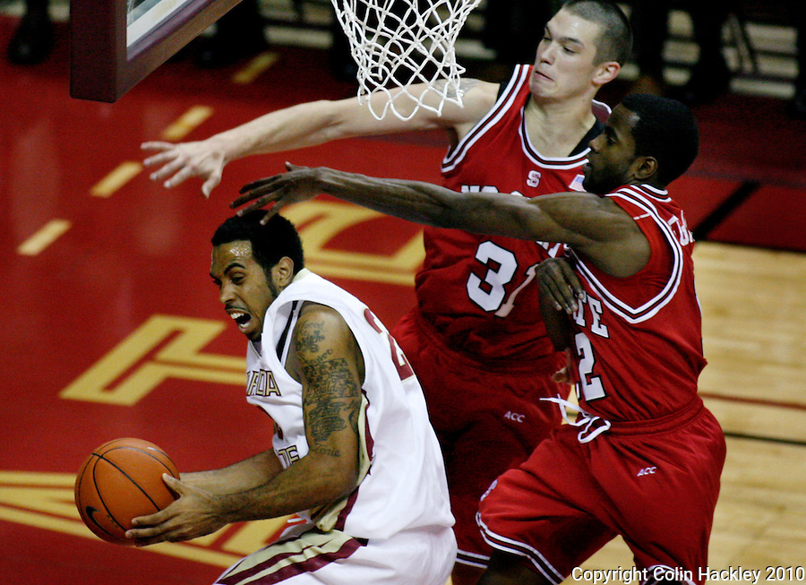TALLAHASSEE, FL 10-FSU-NCSTBB10 CH04-Florida State's Derwin Kitchen can't get around N.C. State's Dennis Horner and Farnold Degand during first half action Tuesday at the Donald L. Tucker Center in Tallahassee...COLIN HACKLEY PHOTO