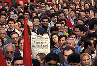 3 MAG 1993 Milano, Manifestazione a favore di Mani Pulite in occasione dell'assoluzione di Craxi<br /> MAY 3 1993 Milan, demonstration in favor of the investigation Clean Hands because of the acquittal of Bettino Craxi secretary of  the Italian Socialist Party