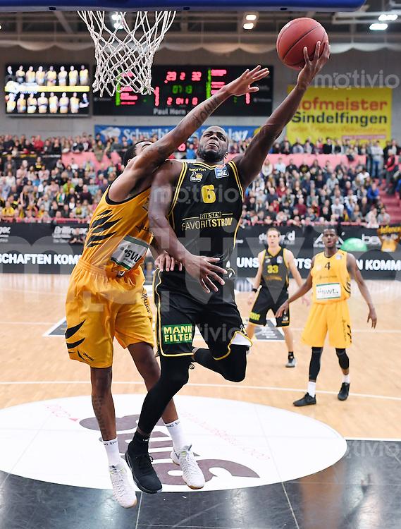 Basketball  1. Bundesliga  2016/2017  Hauptrunde  16. Spieltag  27.12.2016 Walter Tigers Tuebingen - MHP Riesen Ludwigsburg Kelvin Martin (re, Ludwigsburg) gegen Stanton Kidd (li, Tigers)