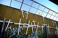 US Confine Arizona Messico Migranti  Il muro con le croci raffiguranti i clandestini morti nel passaggio del deserto<br /> Arizona US Border Mexico Migrants The wall with crosses depicting illegal immigrants died in the passage of the desert