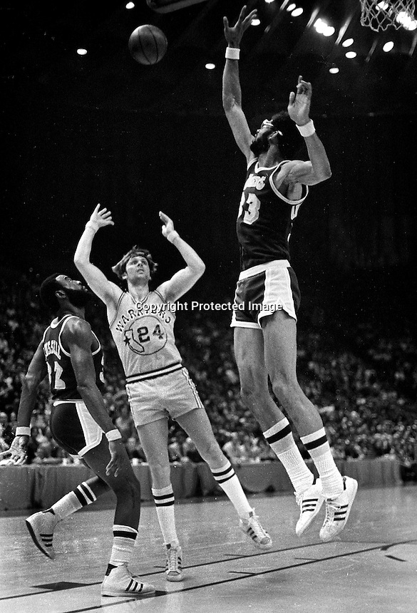 Warriors Rick Barry trys to shoot over Kareem Addul-Jabbar..Warriors vs Lakers 1977. (photo/<br />Ron Riesterer)