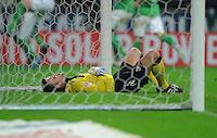 FUSSBALL   1. BUNDESLIGA   SAISON 2011/2012    12. SPIELTAG  05.11.2011 SV Werder Bremen - 1.FC Koeln Enttaeuschung 1. FC Koeln:  Tprwart Michael Renisng am Boden nach dem Tor zum 3-2