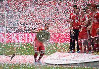 Fussball 1. Bundesliga   Saison  2012/2013   34. Spieltag   FC Bayern Muenchen  - FC Augsburg     11.05.2013 JUBEL; Deutscher Meister 2012/2013 FC Bayern Muenchen Xherdan Shaqiri (li) mit Meisteschale
