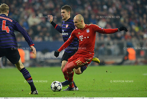Aaron Ramsey (Arsenal), Arjen Robben (Bayern),.MARCH 13, 2013 - Football / Soccer :.UEFA Champions League Round of 16, 2nd leg match between FC Bayern Munchen 0-2 Arsenal at Allianz Arena in Munich, Germany. (Photo by Takamoto Tokuhara/AFLO)