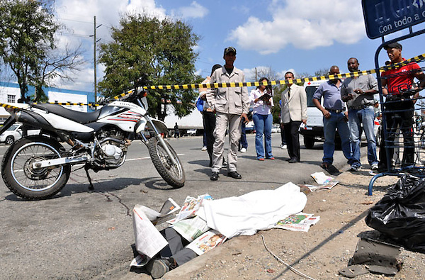 Accidente de Transito en la Avenida Luperon, esquina Romulo Betacour, .Ciudad: Santo Domingo.Fotos:  Carmen Suárez/acento.com.do.Fecha: 03/03/2011.