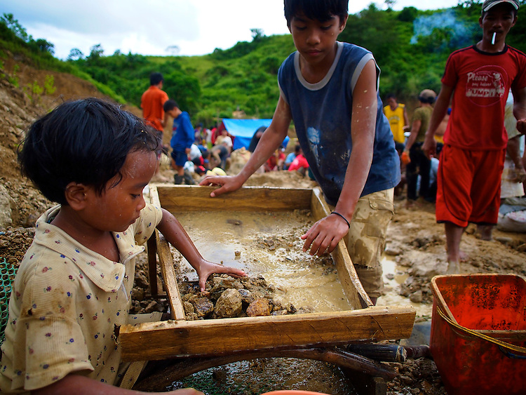 an overview and an analysis of the child labor in the philippines 2018-7-15  countrystat philippines  child poverty database  the philippine statistics authority  cleared the conduct of the 2017/2018 integrated survey on labor.