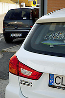 Italy. Lazio region. Frascati. Back license plates from two cars from Romania and from Italy. A certain number of romanian immigrants prefer to keep in Italy their romanian license plates in order to pay less car insurances. Romanian immigration. 30.09.2011 © 2011 Didier Ruef